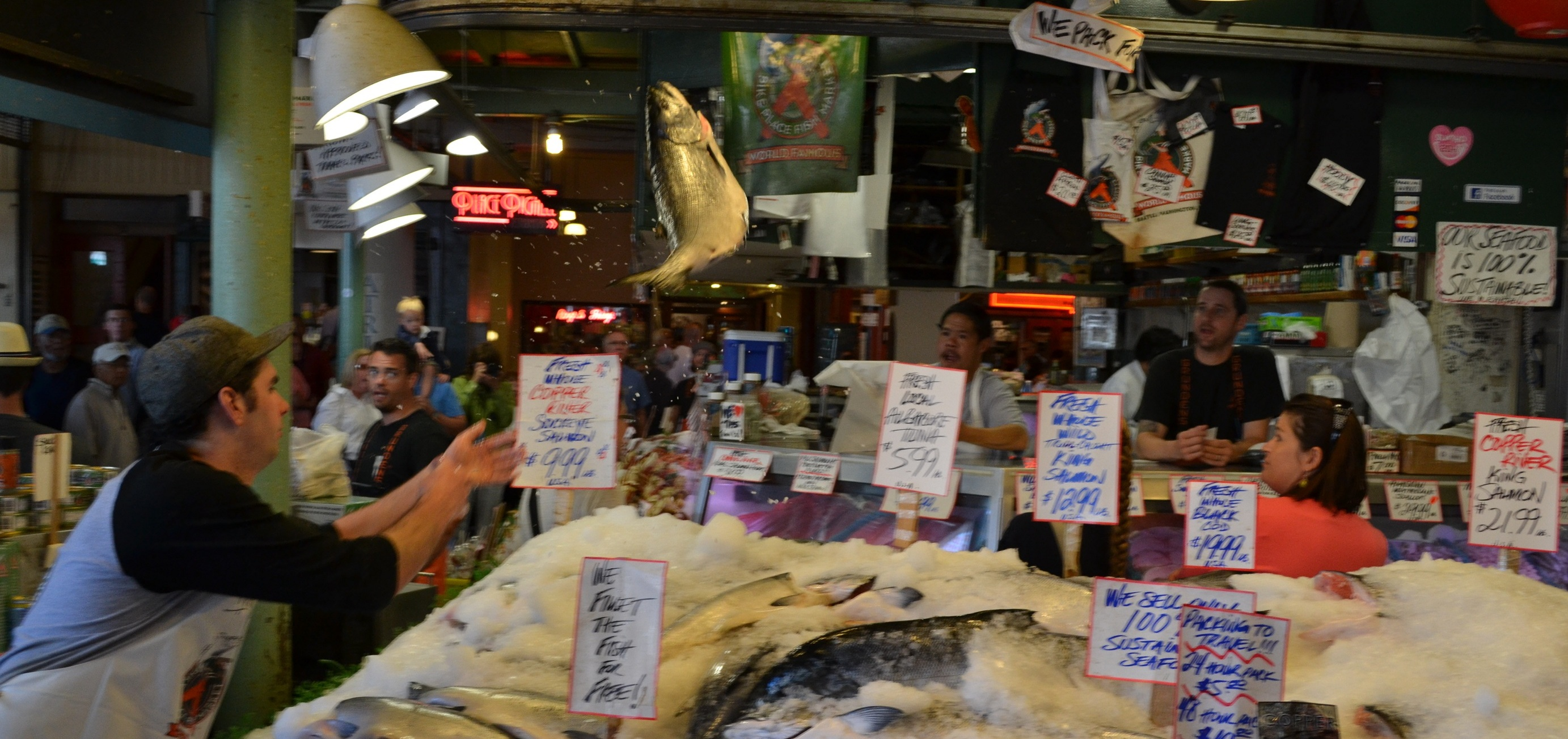 Pike place market fish images for Fish market seattle