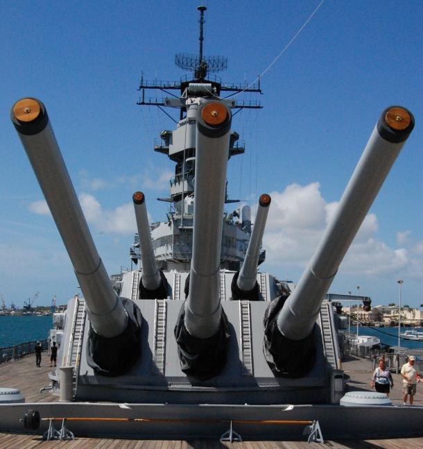 The guns of the Big Mo'