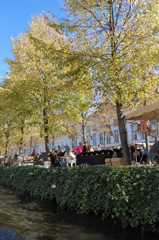 The golden leaves at the Bruges market