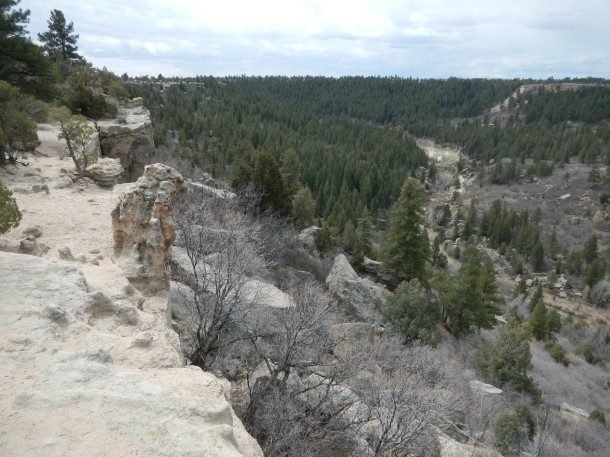 Hiking along the Rim Trail